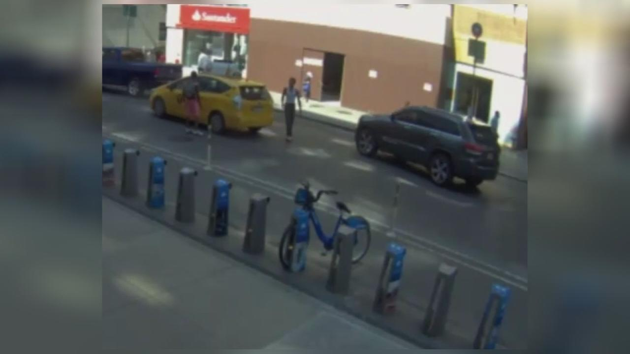 Suspects wanted in string of taxi robberies in Manhattan