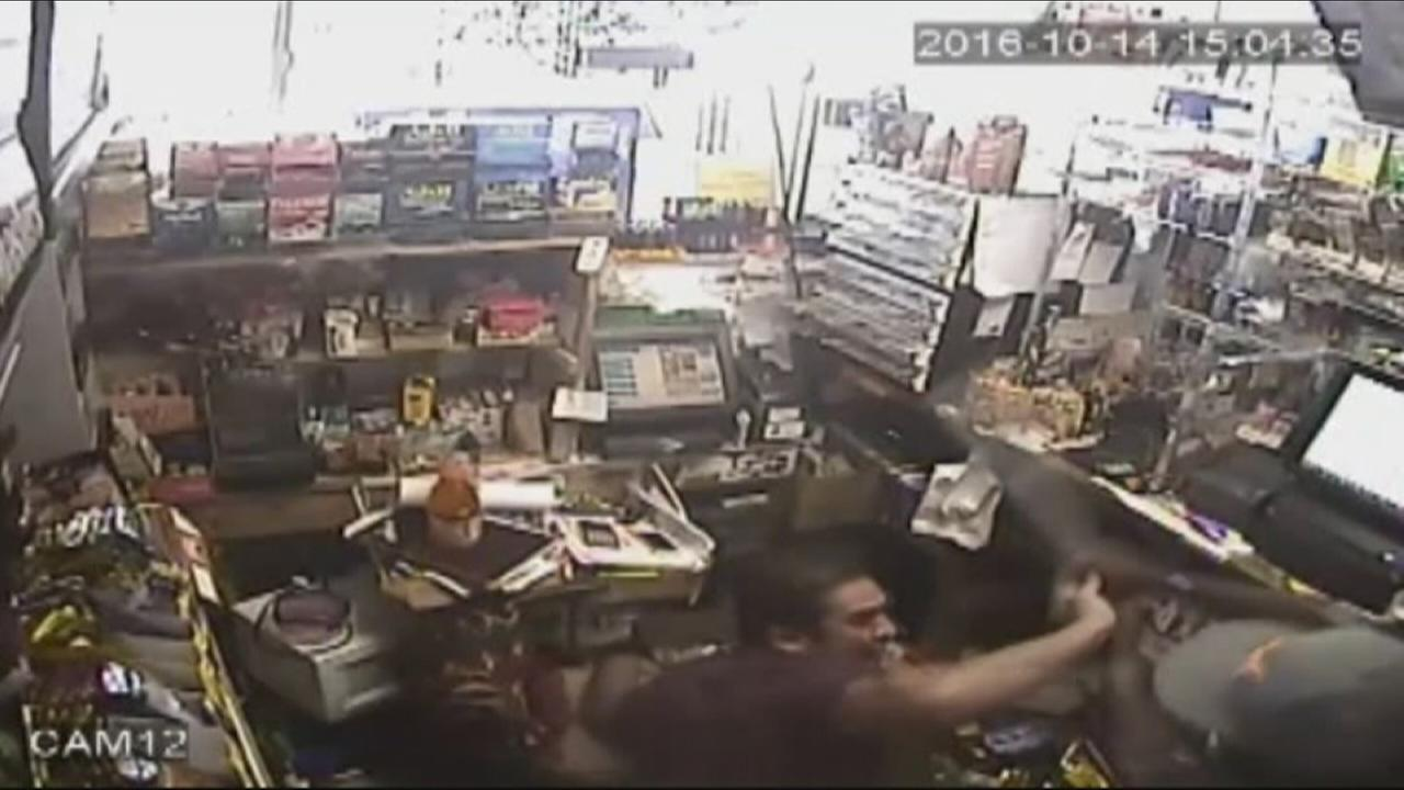 Florida clerk fights back against robber at gas station