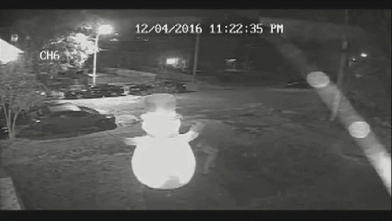 Inflatable snowman stabbed on mans lawn in Missouri