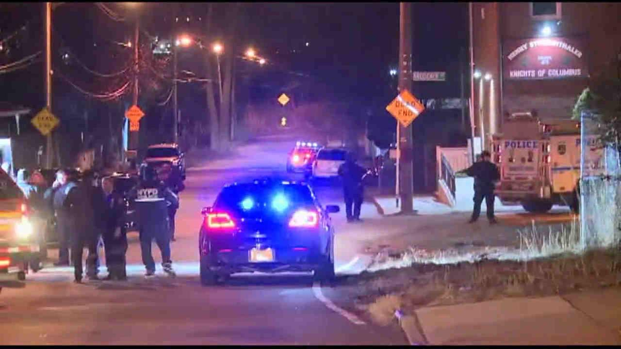 Police shootout leaves 1 man wounded in Charleston section of Staten Island.