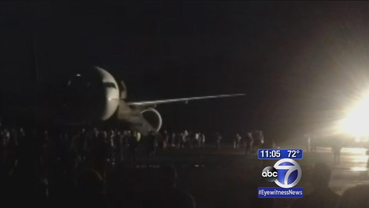 United Airlines jet makes emergency landing on Midway Island