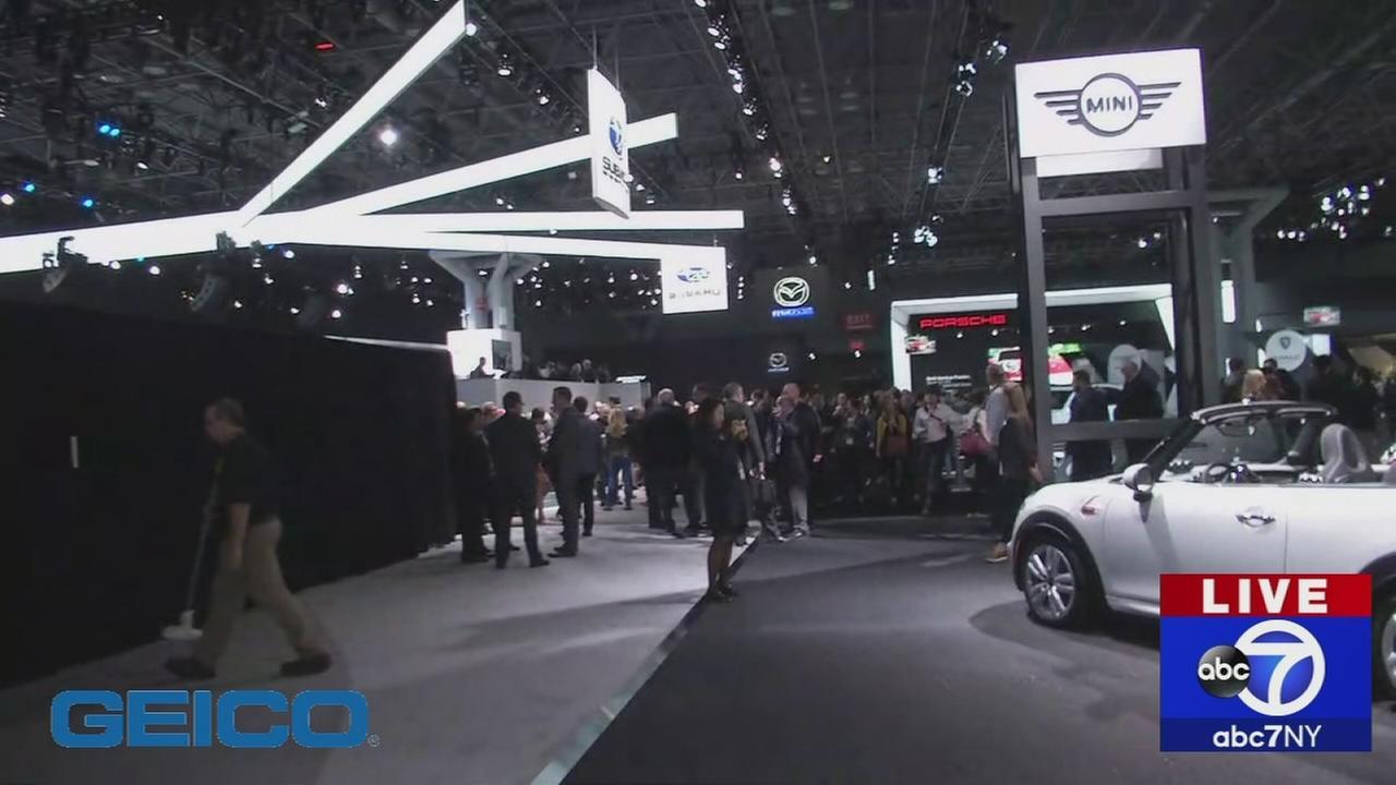 041217-wabc-autoshow2-unveil1a