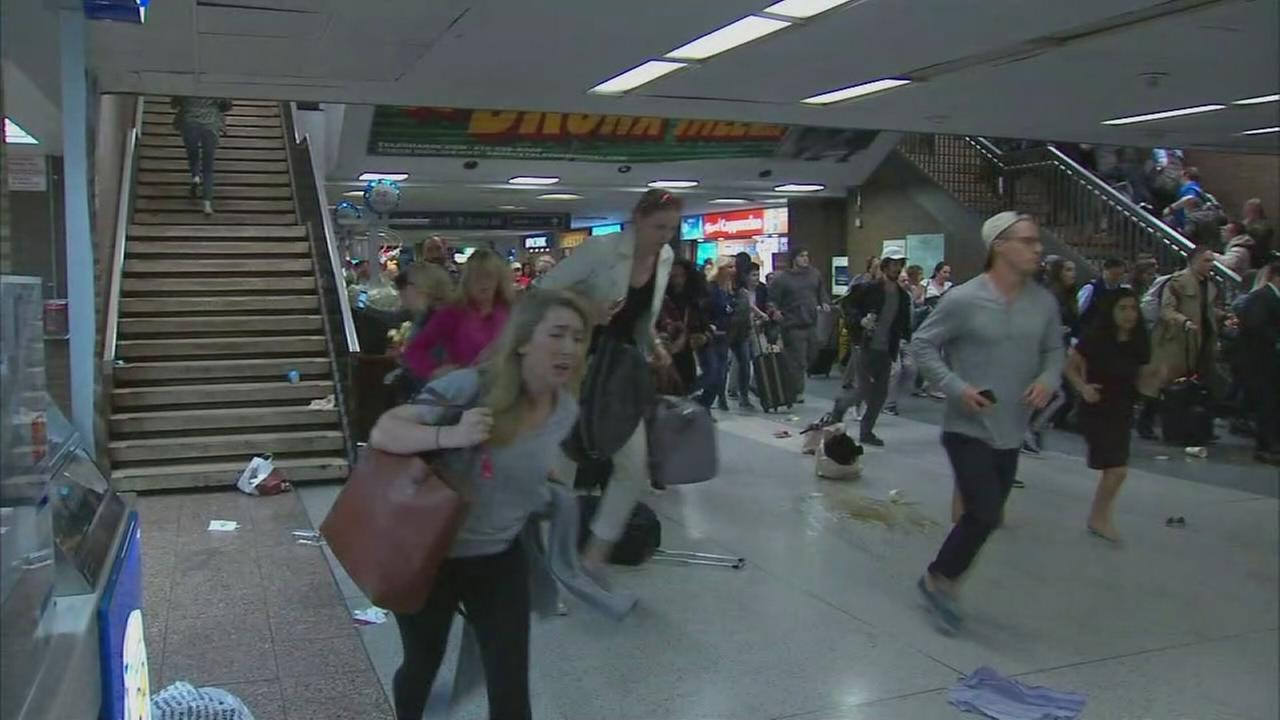 Raw: Chaos inside Penn Stationq