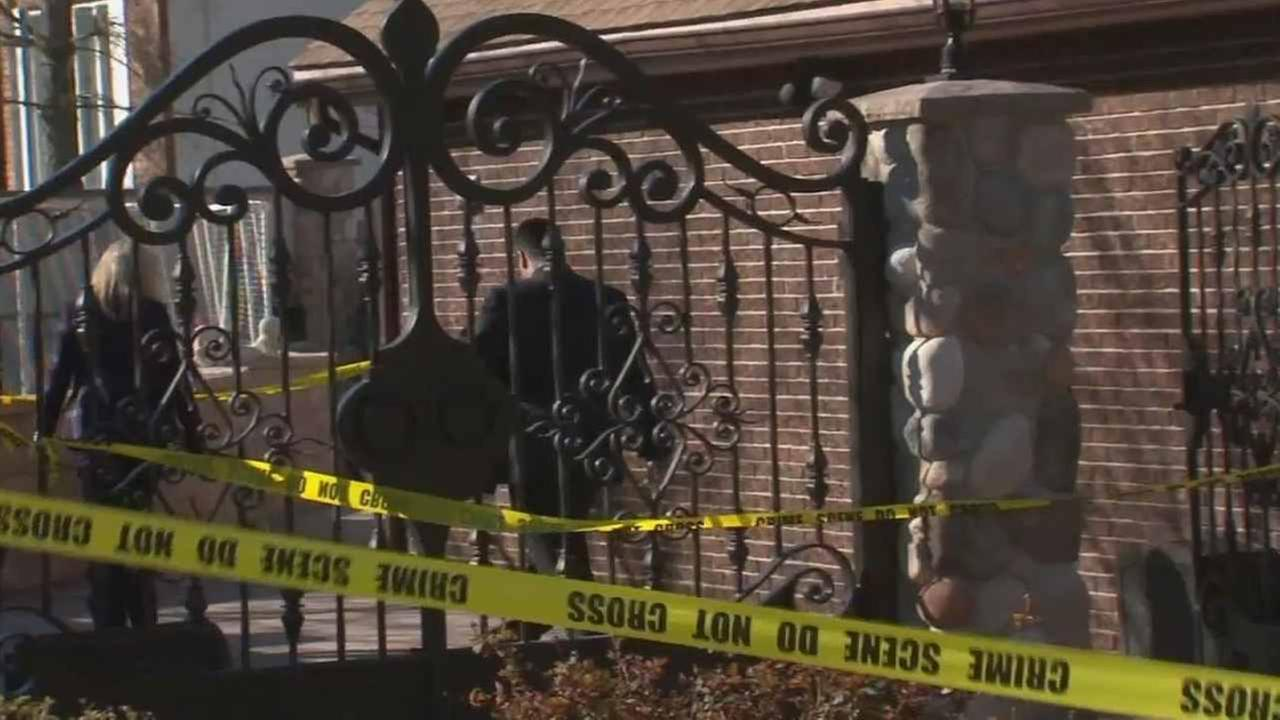 A man was stabbed at a huge house party in Staten Island.