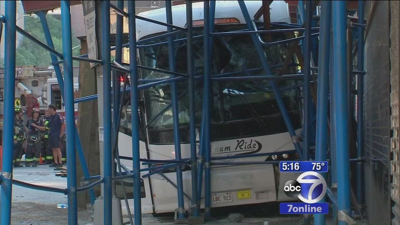 Bus crashes into scaffolding in Midtown