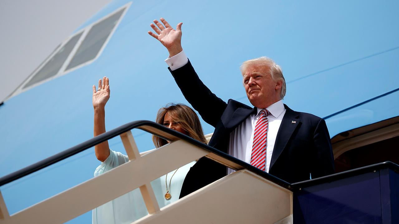 President Donald Trump and first lady Melania Trump wave as they board Air Force One for Israel, the next stop in Trumps international tour.  (AP Photo/Evan Vucci)