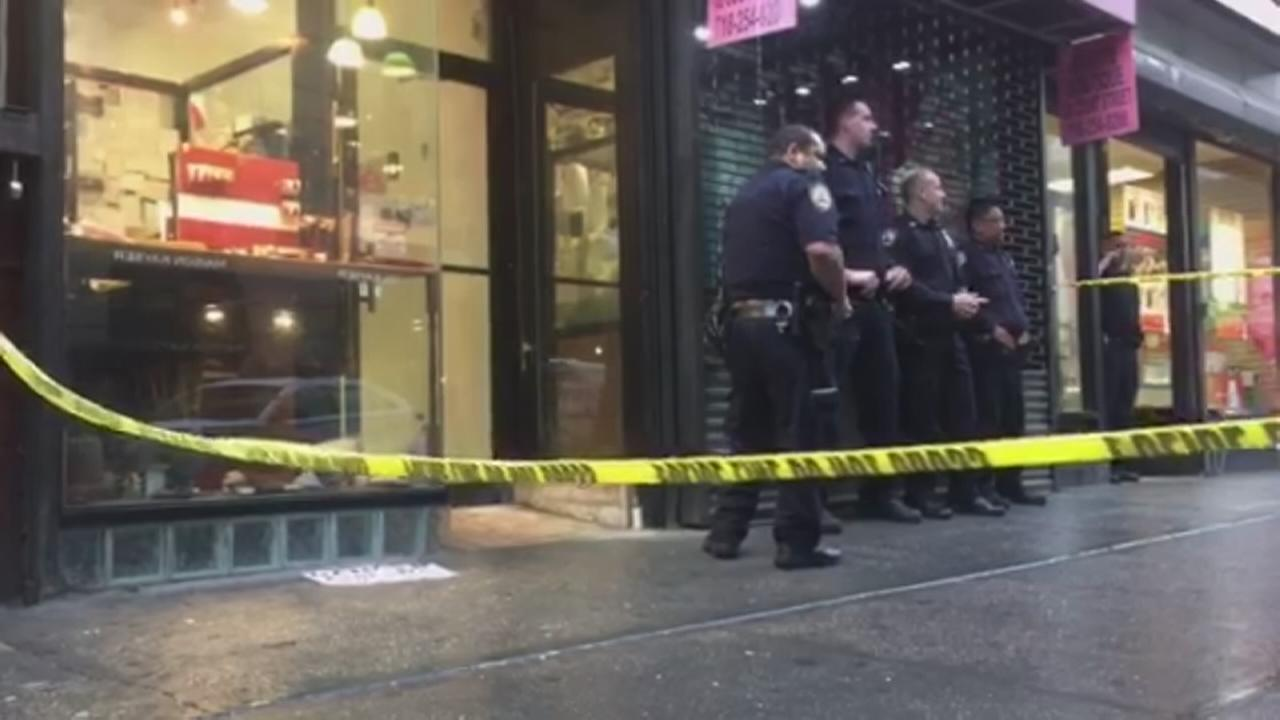 Jewelry store robbed in Downtown Brooklyn