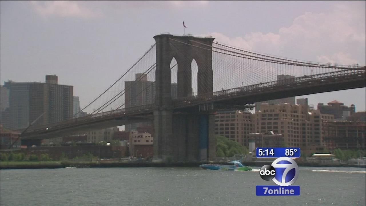 Search continues for Brooklyn Bridge flag suspects