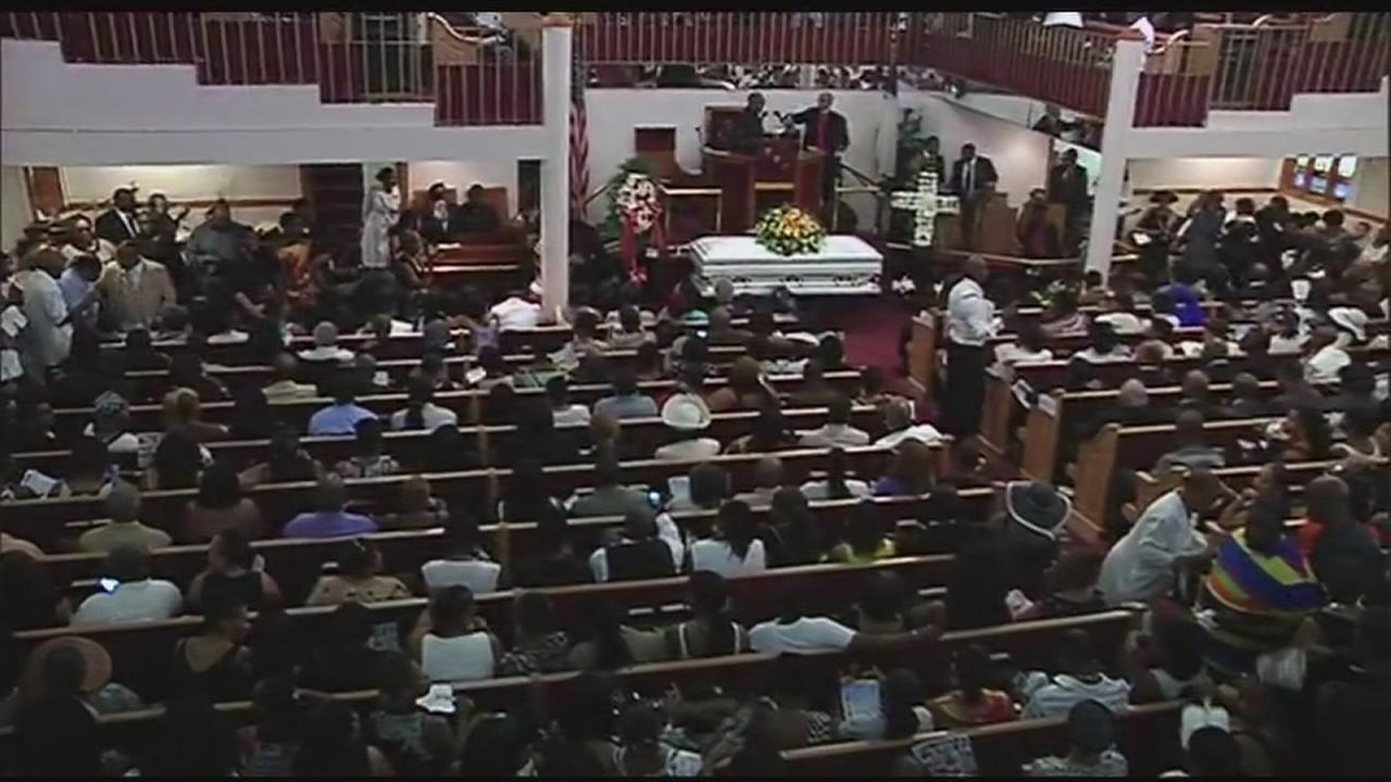 Hundreds attend funeral for Eric Garner