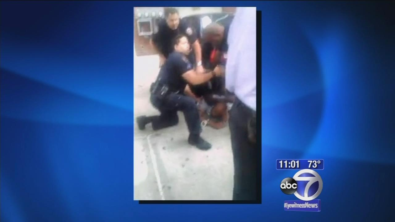 NYPD officer appears to step on suspects head during arrest