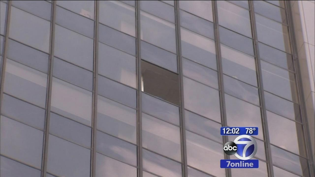 Window falls 18 stories from Manhattan building