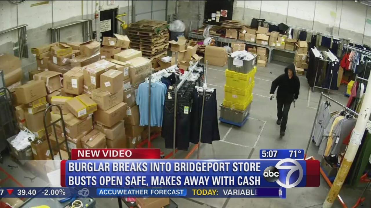 Burglar steals cash from safe at Bridgeport store
