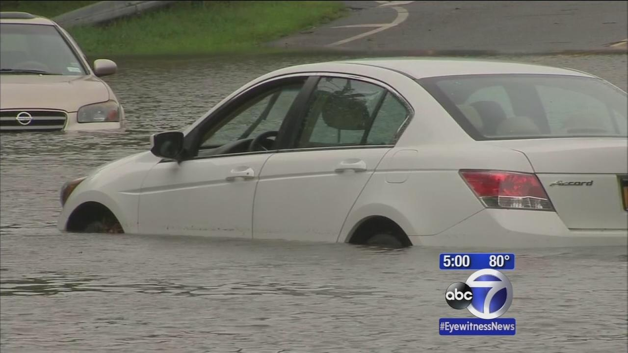 Motorists stranded in heavy floods