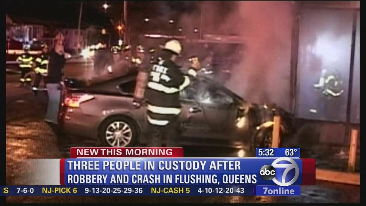 Queens robbery, chase ends in fiery crash, arrests