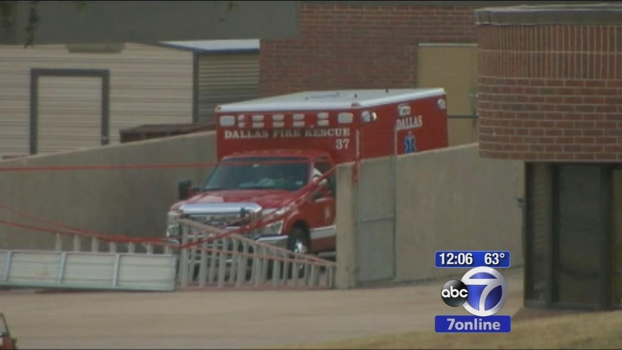 Dallas hospital works to contain ebola spread