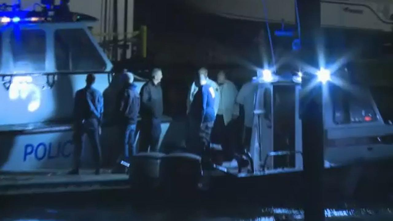 5 men rescued after boat overturns off
