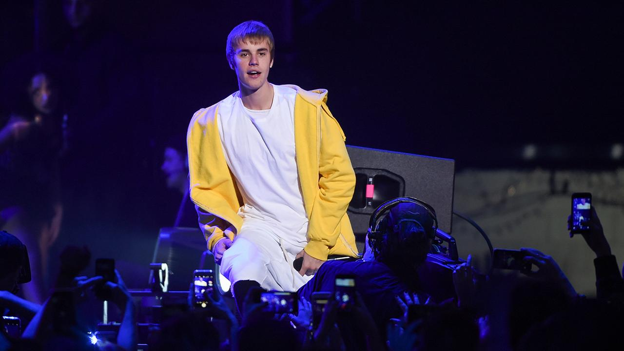 Justin Bieber performs at Z100s iHeartRadio Jingle Ball at Madison Square Garden on Friday, Dec. 9, 2016, in New York. (Photo by Evan Agostini/Invision/AP)
