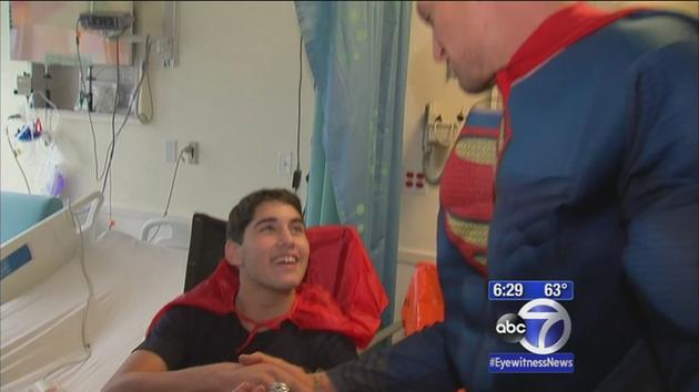 Steve Weatherford visits Hospital for Special Surgery as Superman