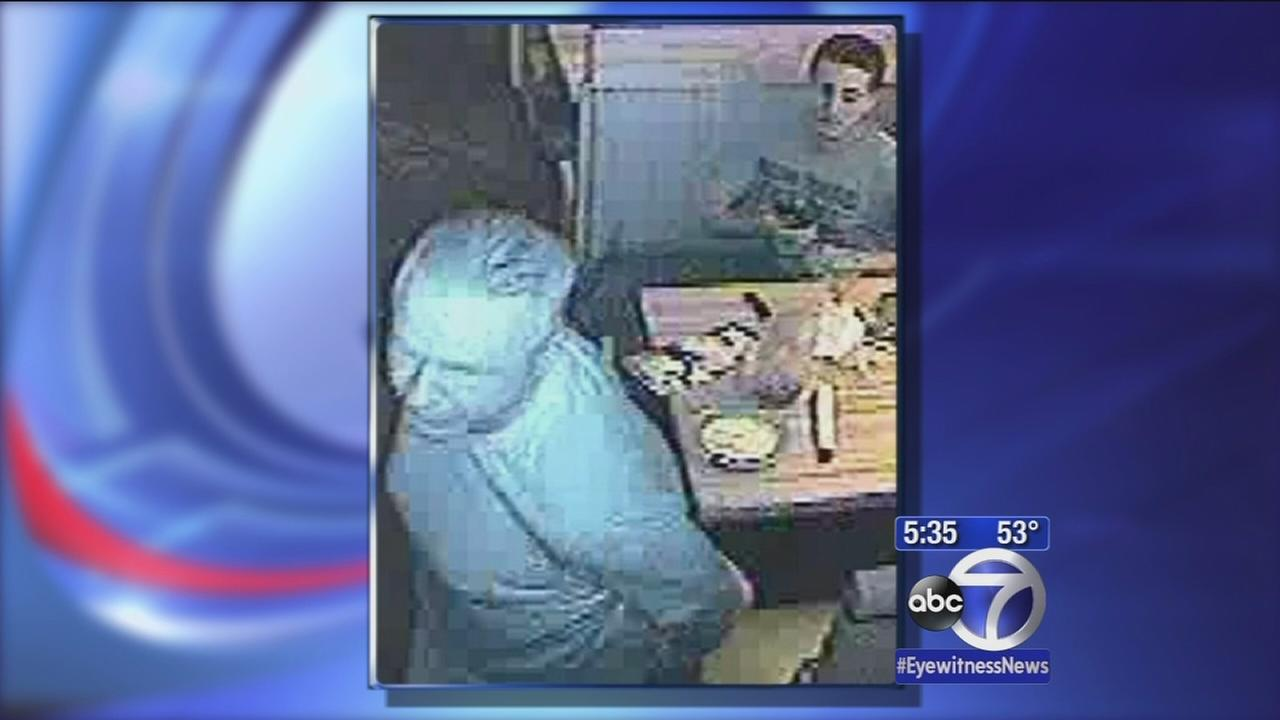 2 sought in Applebees eat and run