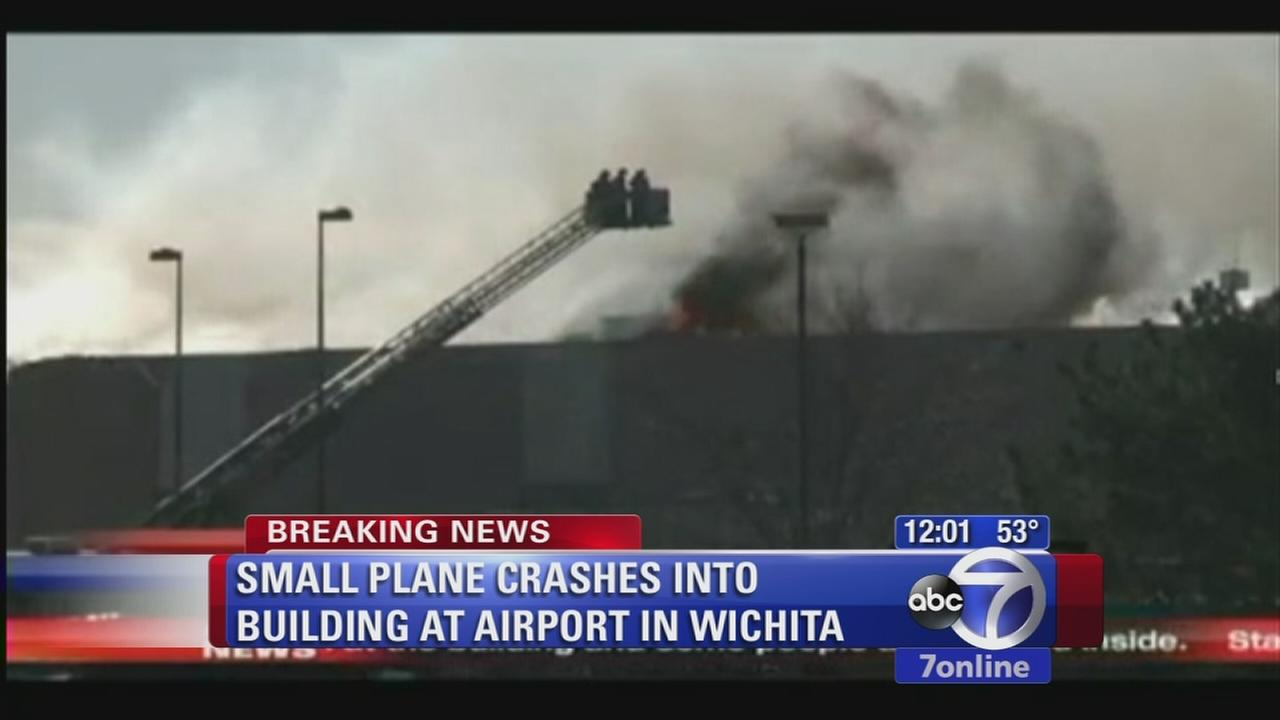 Small plane crashes in Wichita