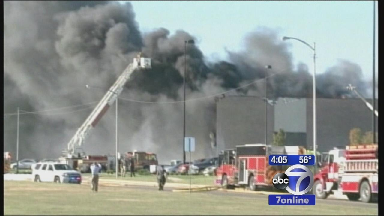 Small plane crashes into building in Kansas