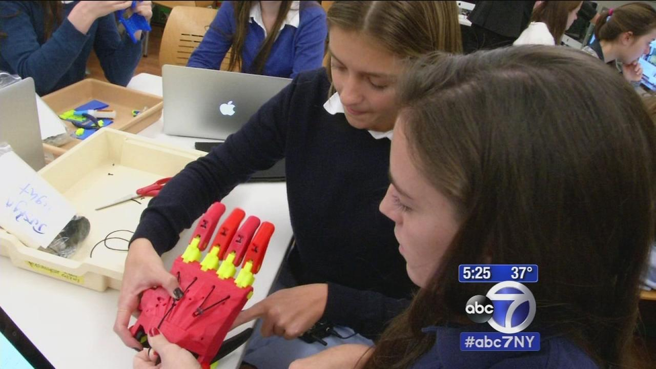 Students creating prosthetics using 3D printer