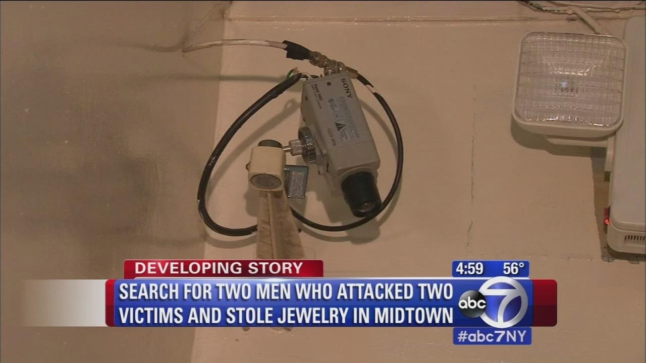 Search for 2 men who atacked 2 victims, stole jewelry in Midtown
