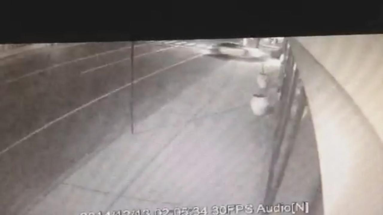 Car hits building in Mineola, flees scene