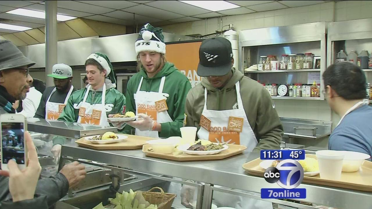Jets players serve food and present check at Food Bank for NYC