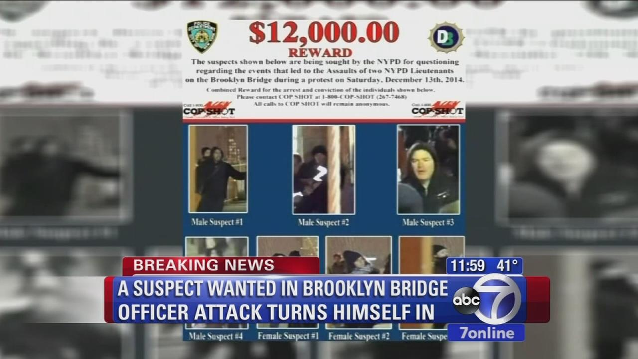 Suspect wanted in Brooklyn Bridge officer attack turns himself in