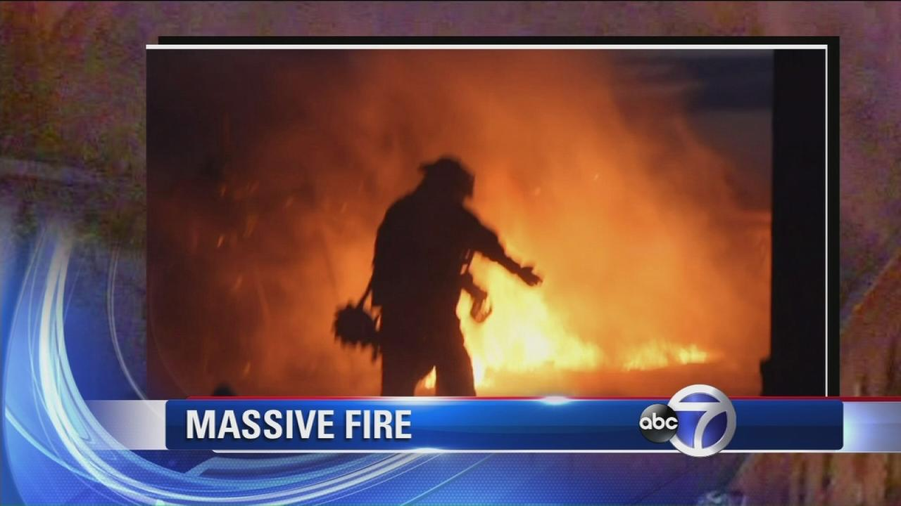 Massive fire destroys apartment building in Queens