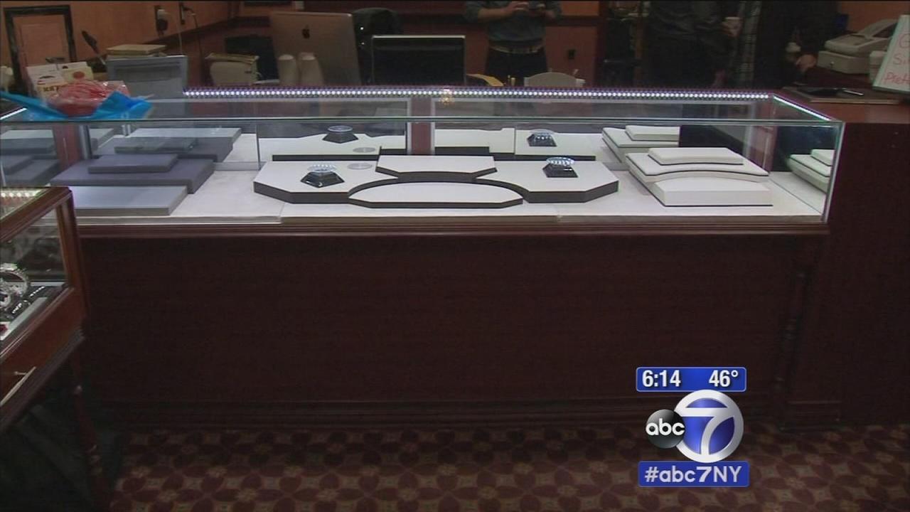 Brazen thieves pull off heist at NJ jewelry store