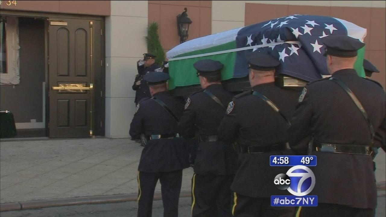 City mourning fallen NYPD officer at wake
