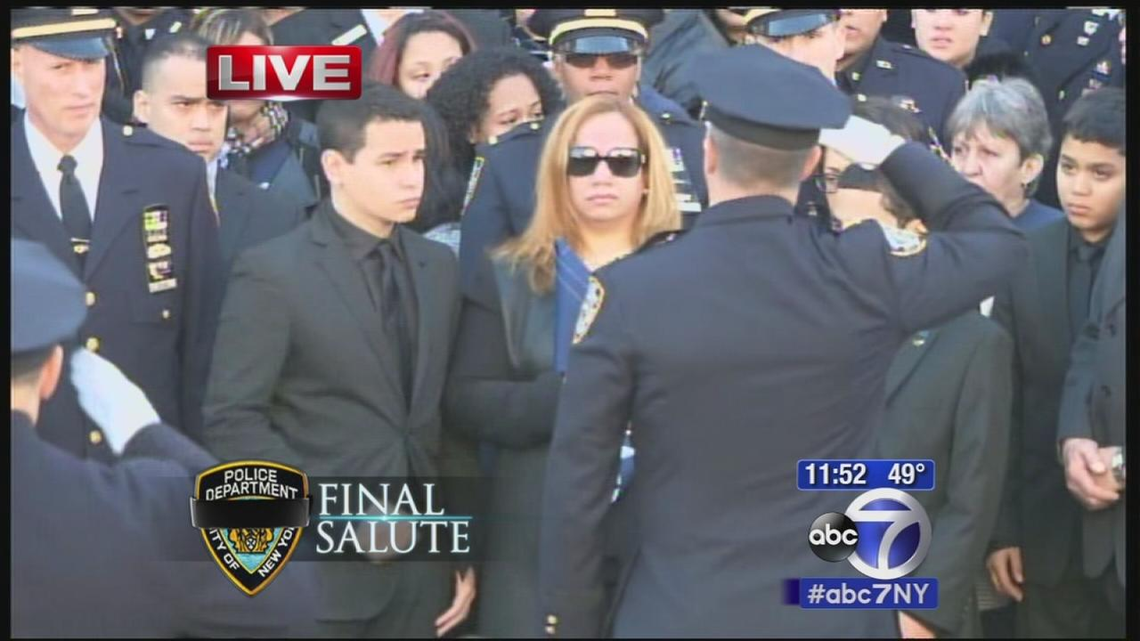 VIDEO: Rafael Ramos widow, Martiza, accepts flag from casket
