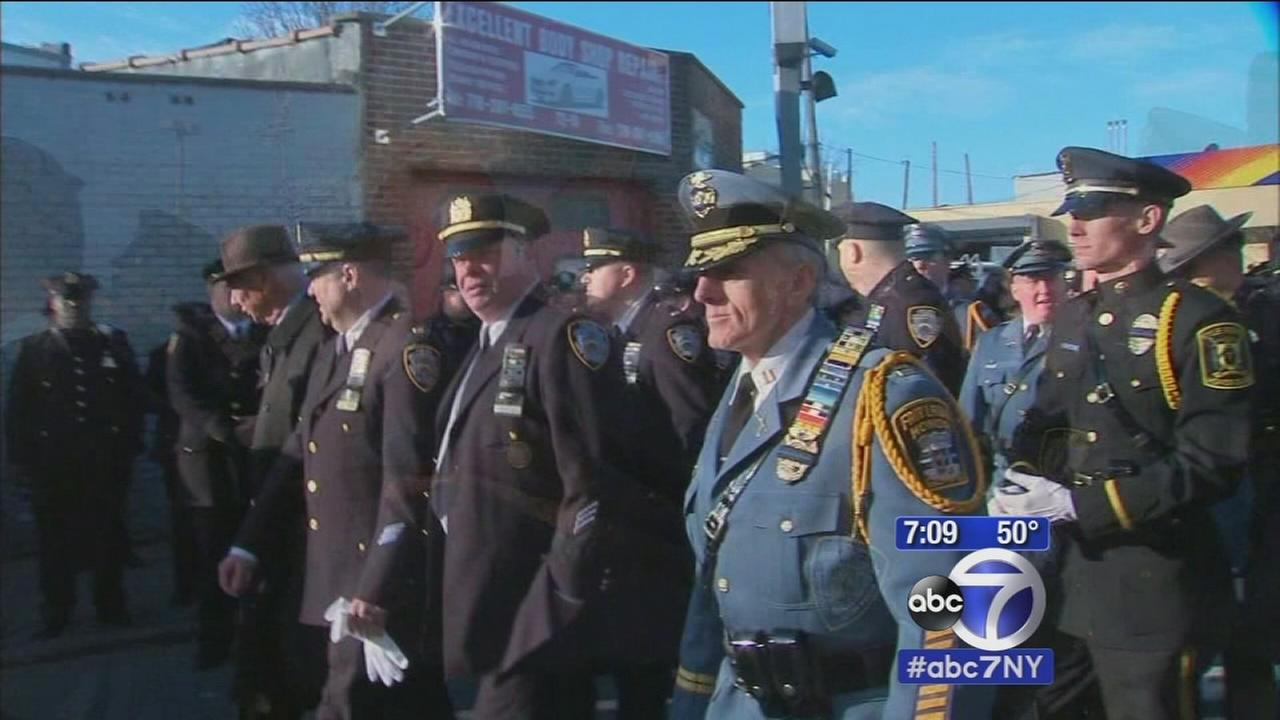 Thousands of officers from across country pay respects to Officer Ramos