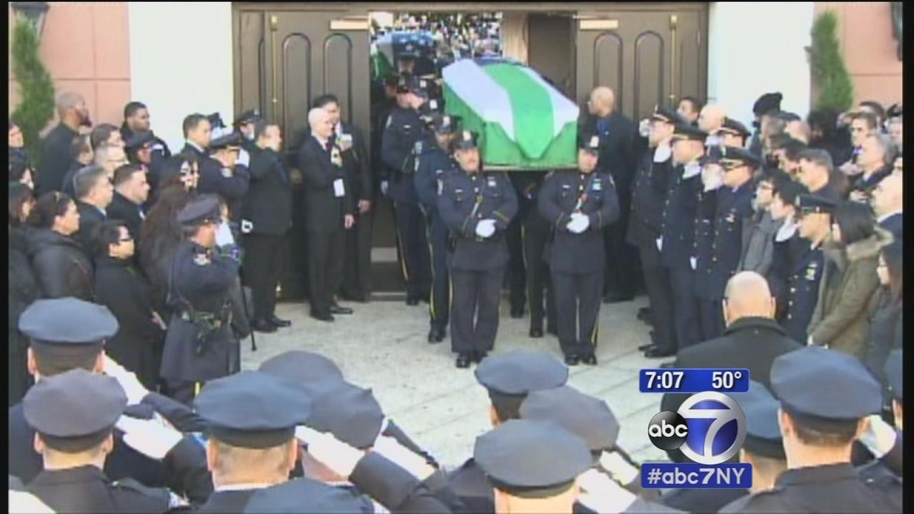 Thousands mourn fallen NYPD officer Rafael Ramos at funeral