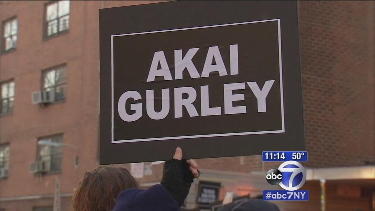 Crowd gathers in Brooklyn to demand justice for Akai Gurley
