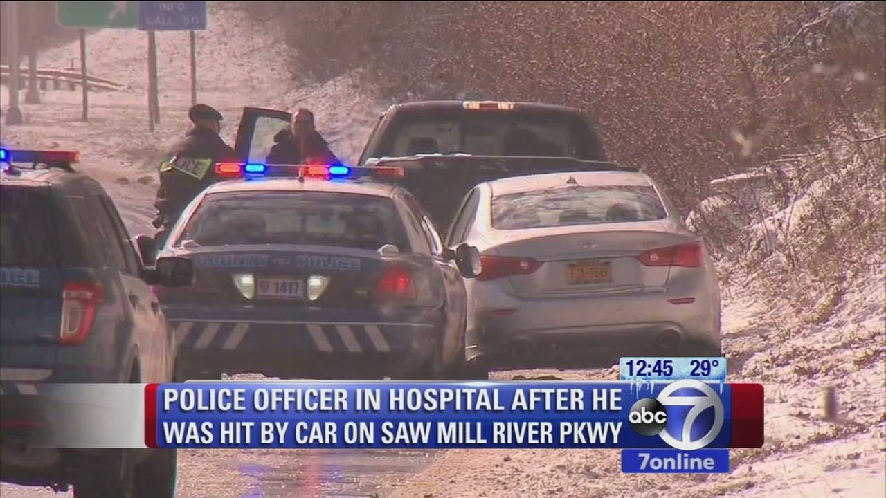 Westchester police struck by vehicle on Saw Mill Parkway