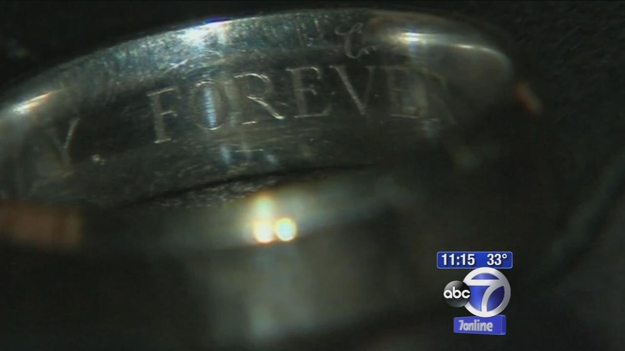 Beachcomber finds wedding band, wants to find owner