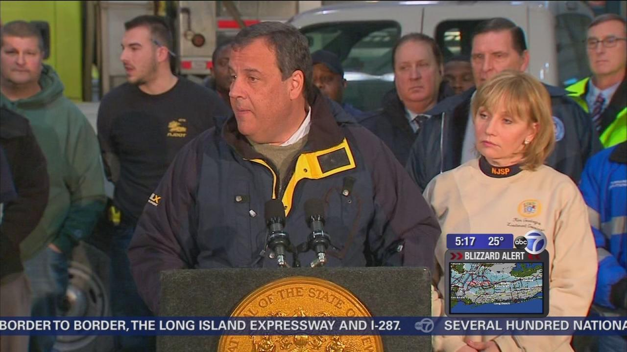 Governor Christie asks drivers to let emergency crews clear streets, stay off the roads