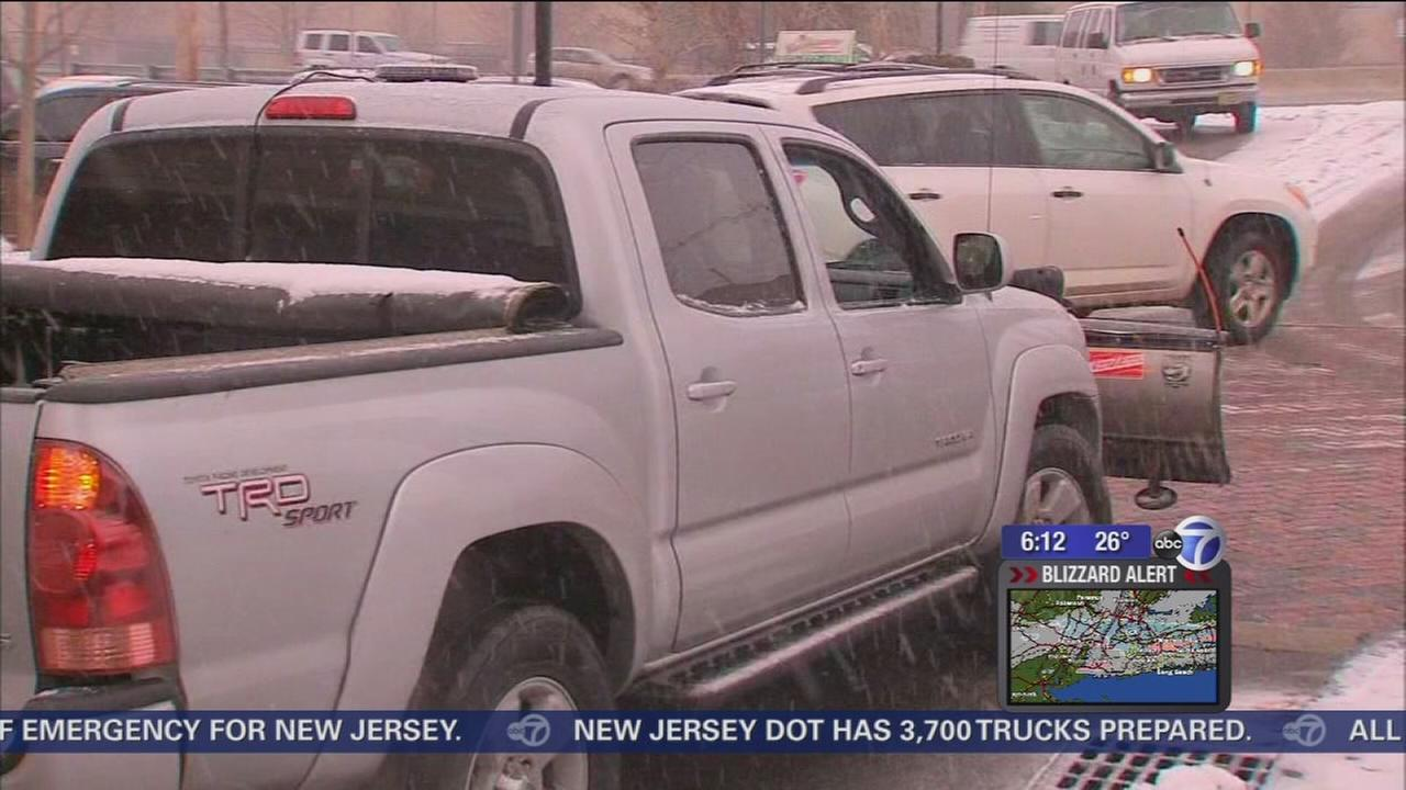 New Jersey residents asked to stay off roads by Governor Christie