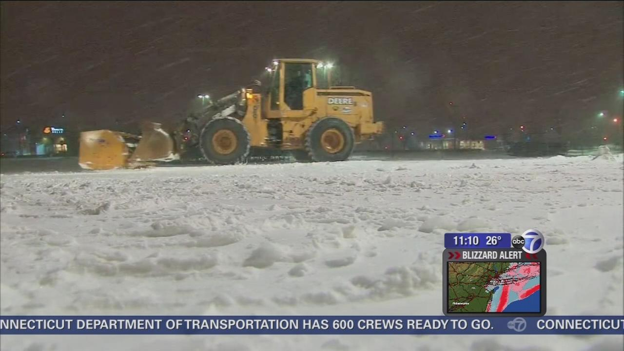 Long Island snow: Roads, LIRR shut down