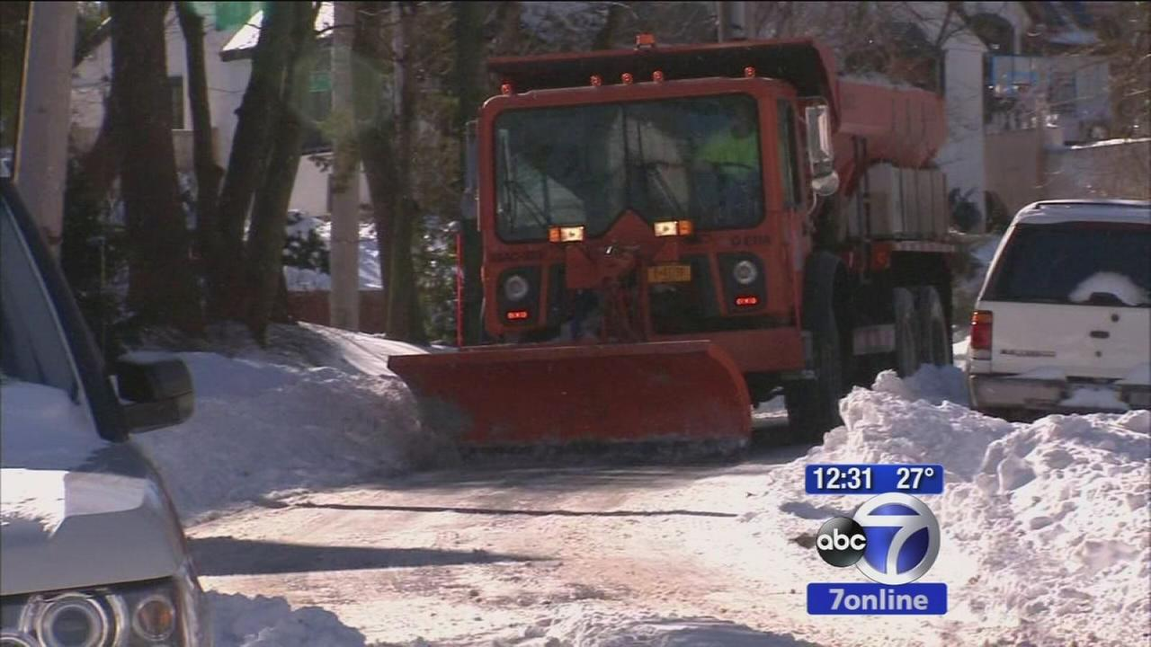 Queens still tring to clearn snow covered roads
