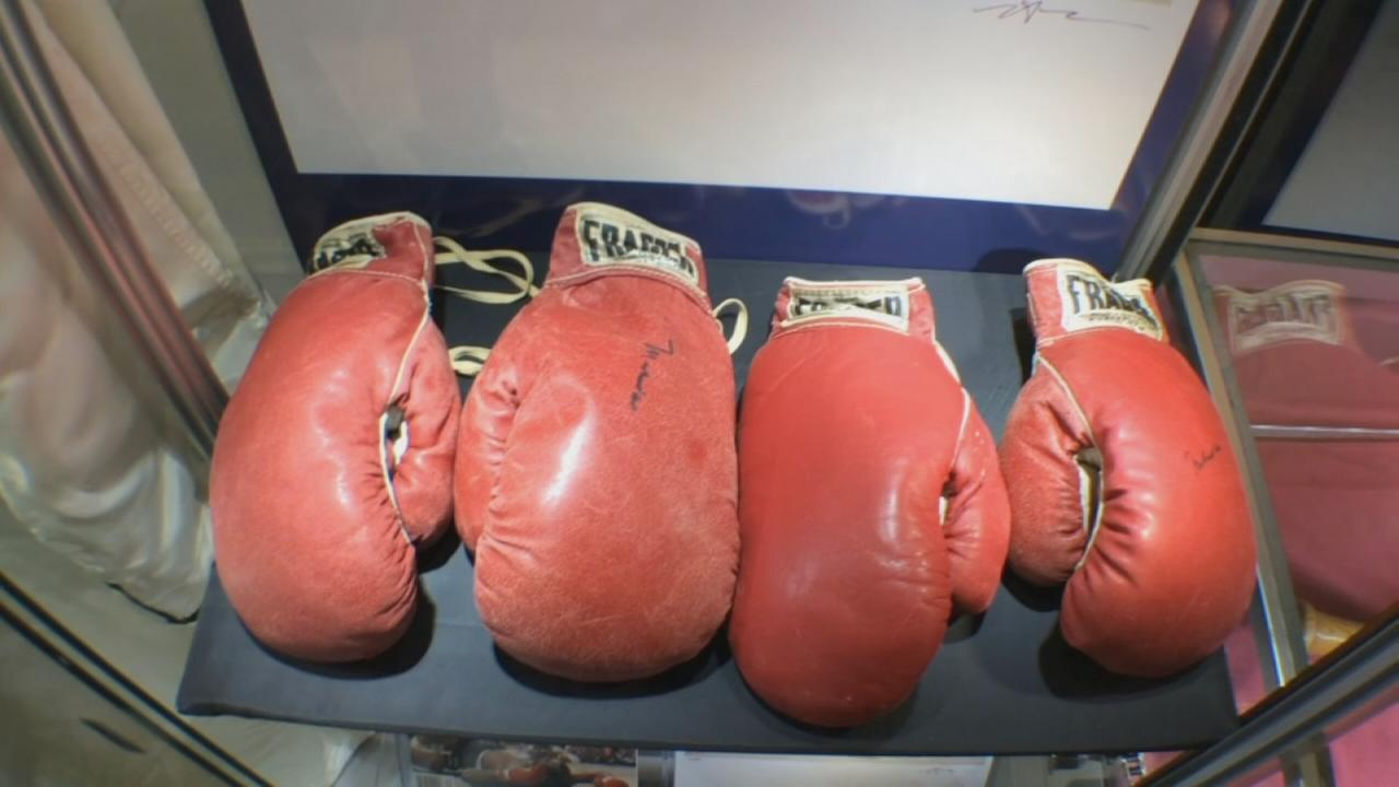 Ali-Liston boxing gloves up for auction