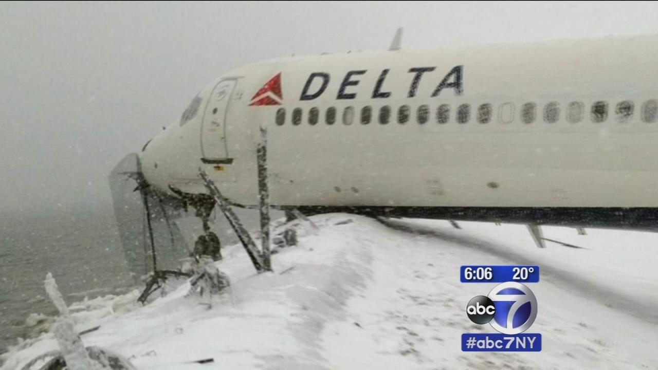 Questions over what caused skid of Delta plane