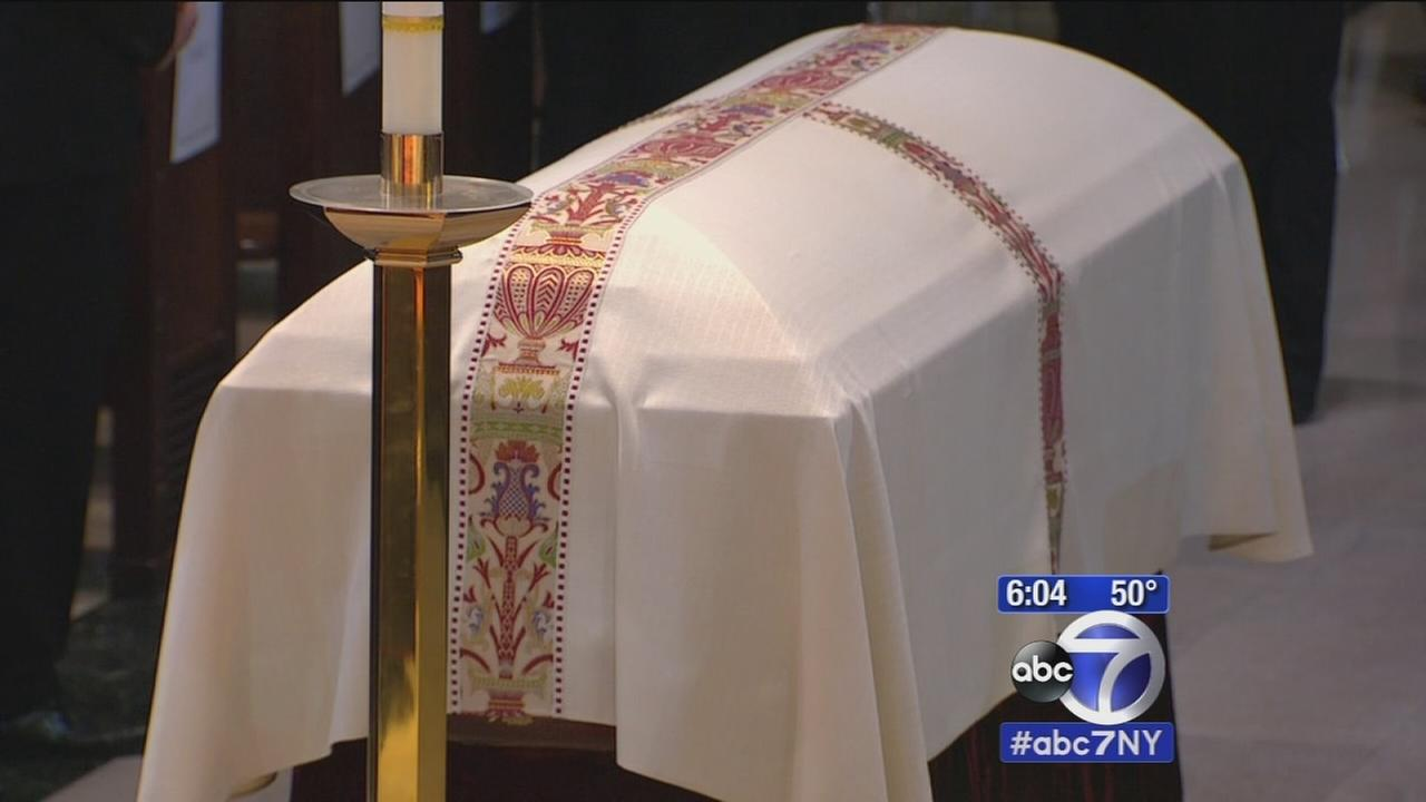 New Yorkers pay final respects to Cardinal Egan