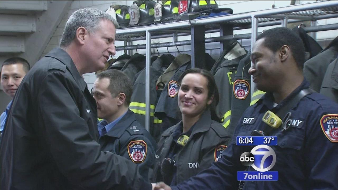 Mayor de Blasio visits with first responders who rushed to East Village explosion scene