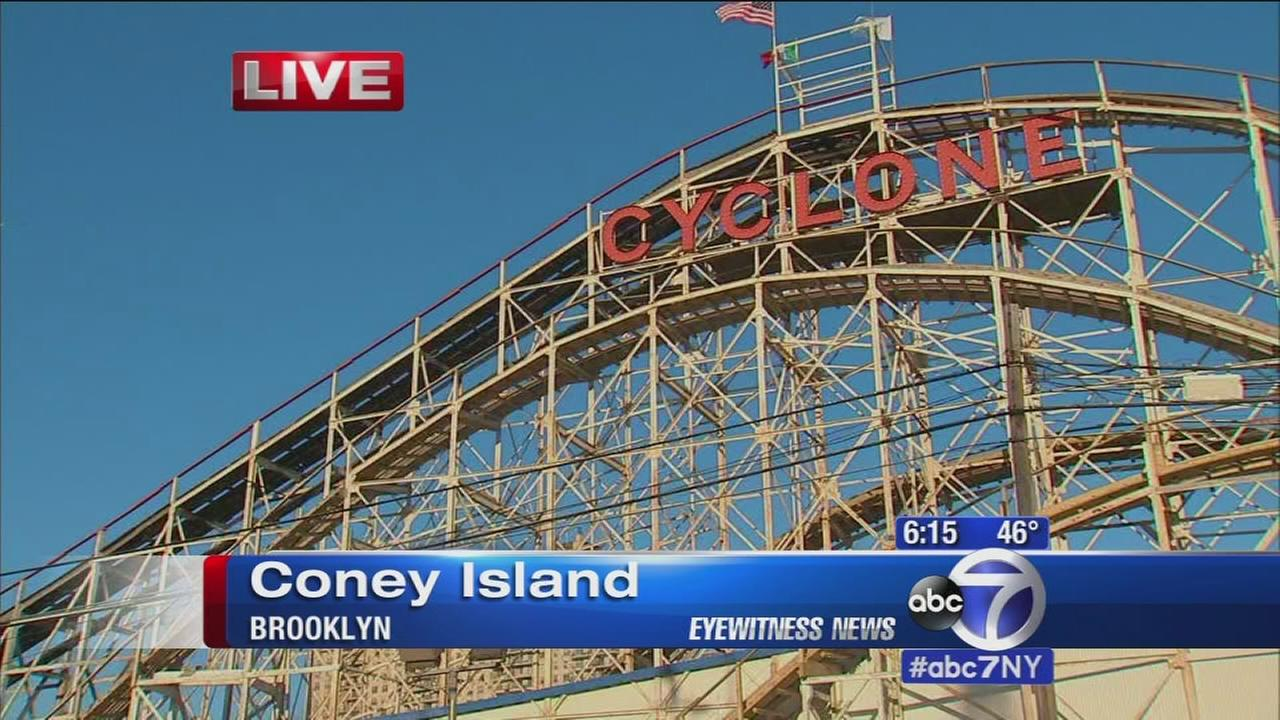 Cyclone Roller Coaster gets stuck on opening day at Luna Park