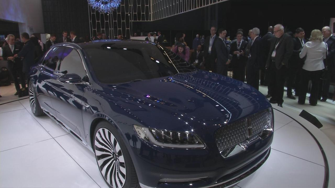 Lincoln president shows off concept car at NY Auto Show