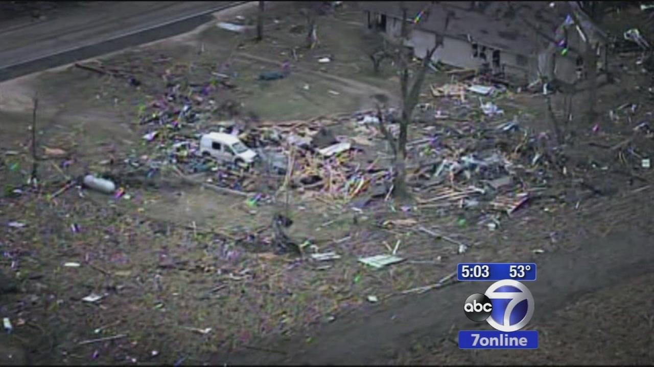 Extensive damage left after tornado passes through Illinois